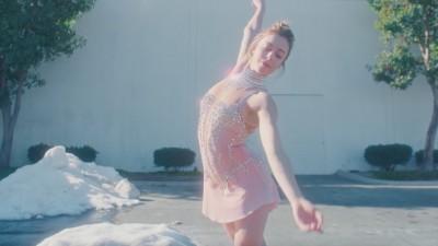 ICE BREAKER (short) - Liza Mandelup