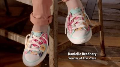 "SKECHERS ""Danielle Bradbery"""